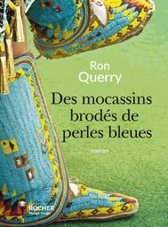 Des mocassins brodés de perles bleues |